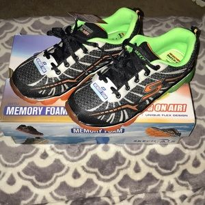 NWT Skechers tennis shoes